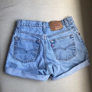 Vintage Levi's high waisted shorts - 25/26